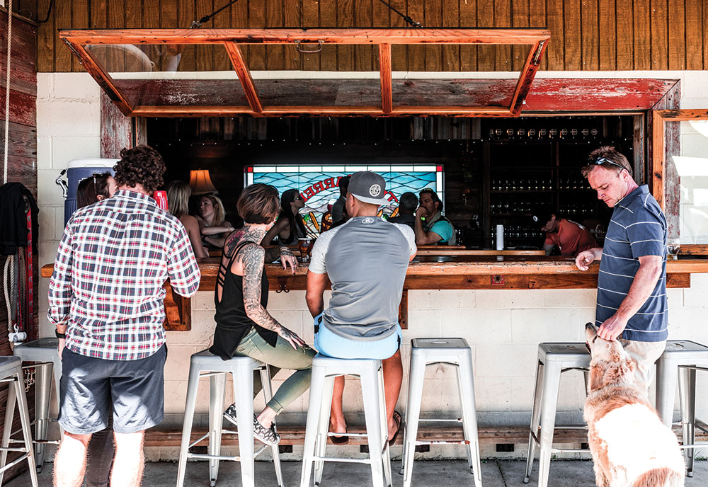 Stupendous The Barrel A Charleston Bar For Dog And Beer Lovers Beatyapartments Chair Design Images Beatyapartmentscom