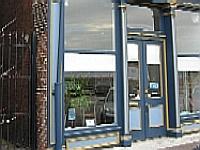 33 Wine Shop & Bar